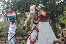 ഗാന്ധി പ്രതിമയിൽ ബിജെപിയുടെ കൊടി; പാലക്കാട് പുതിയ വിവാദം