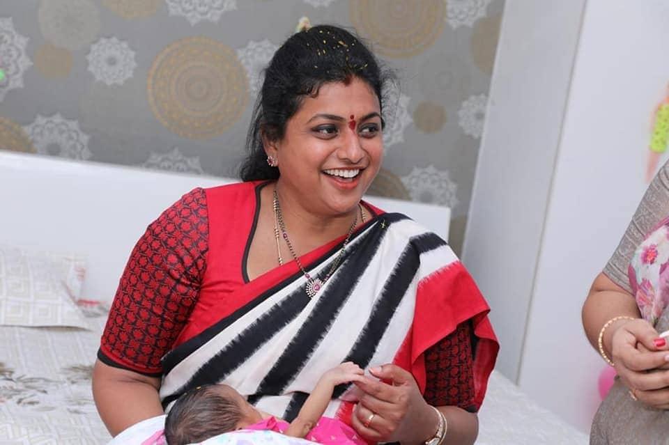 പശ്ചിമ ഗോദാവരി ജില്ലയിലെ ബുത്തായഗുഡെം മണ്ഡലത്തിലെ ഡോറാമമിഡി ഗ്രാമത്തിൽപ്പെട്ട അവർ രാഷ്ട്രീയത്തിൽ എത്തുന്നതിന് മുമ്പ് അദ്ധ്യാപികയായിരുന്നു. 2014 ൽ സത്രുചാർല പരിക്ഷിത്ത് രാജുമായുള്ള വിവാഹത്തിന് ശേഷം അവർ വിജയനഗരം ജില്ലയിലേക്ക് മാറുകയായിരുന്നു. ശ്രീവാനി 2014 ലെ തിരഞ്ഞെടുപ്പിൽ മത്സരിക്കുന്നതിന് ഏതാനും ദിവസങ്ങൾക്ക് മുമ്പാണ് വിവാഹം നടന്നത്. കുറുപത്തിൽ നിന്ന് ആന്ധ്രാപ്രദേശ് നിയമസഭയിലേക്ക് ആദ്യമായി തിരഞ്ഞെടുക്കപ്പെട്ടപ്പോൾ അവർക്ക് 26 വയസ്സായിരുന്നു. (Image- Facebook/Roja Selvamani)