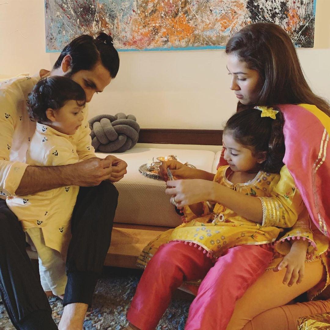 ഷാഹിദ് കപൂറിന്റെ മകളുടെ പേര് മിഷ എന്നാണ്. മിഷ എന്നാൽ ദൈവത്തിന് തുല്യം എന്നാണ്. പെൺകുഞ്ഞാണെങ്കിൽ മിഷ എന്നായിരിക്കും പേര് നൽകുക എന്ന് ഷാഹിദ് നേരത്തേ പ്രഖ്യാപിച്ചിരുന്നു.