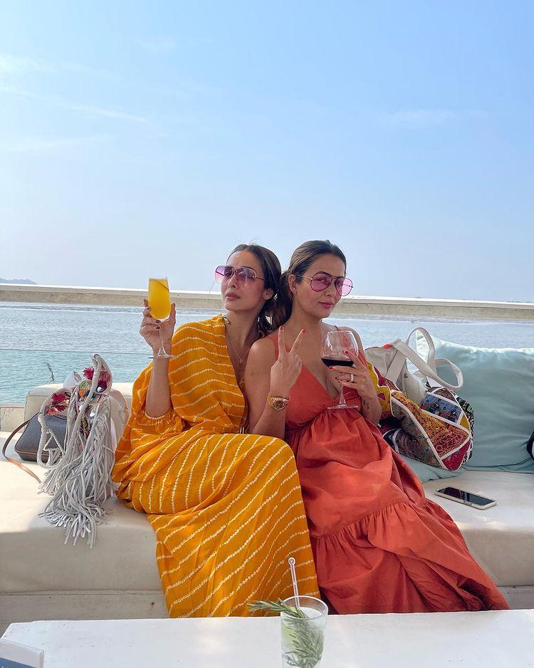 അനുജത്തി അമൃതയോടൊപ്പം മഞ്ഞ കഫ്താനിൽ മലൈക. (Image: Instagram)