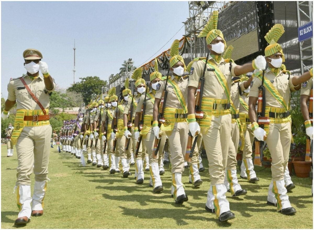 "<span lang=""ml"">ഹൈദരാബാദിൽ 'ആസാദി കാ അമൃത് മഹോത്സവ്' വേളയില് നടന്ന പൊലീസ് മാർച്ച് .</span>(PTI)"