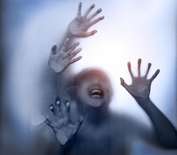 തിങ്കളാഴ്ച വൈകുന്നേരത്തോടെ വീടിനടുത്തുള്ള കാട്ടിലേക്ക് ഭാര്യയെയും കൂട്ടി ഭർത്താവ് രൺധീർ പോകുകയായിരുന്നു. വിറക് ശേഖരിക്കാനെന്ന് പറഞ്ഞാണ് ഭാര്യയെ കാട്ടിലേക്ക് കൊണ്ടു പോയത്. എന്നാൽ, കാട്ടിലേക്ക് പോകുന്ന വഴി ഭാര്യയെ മഴു ഉപയോഗിച്ച് ആക്രമിക്കുകയും രണ്ടു കൈകളും വെട്ടി മാറ്റുകയുമായിരുന്നു.