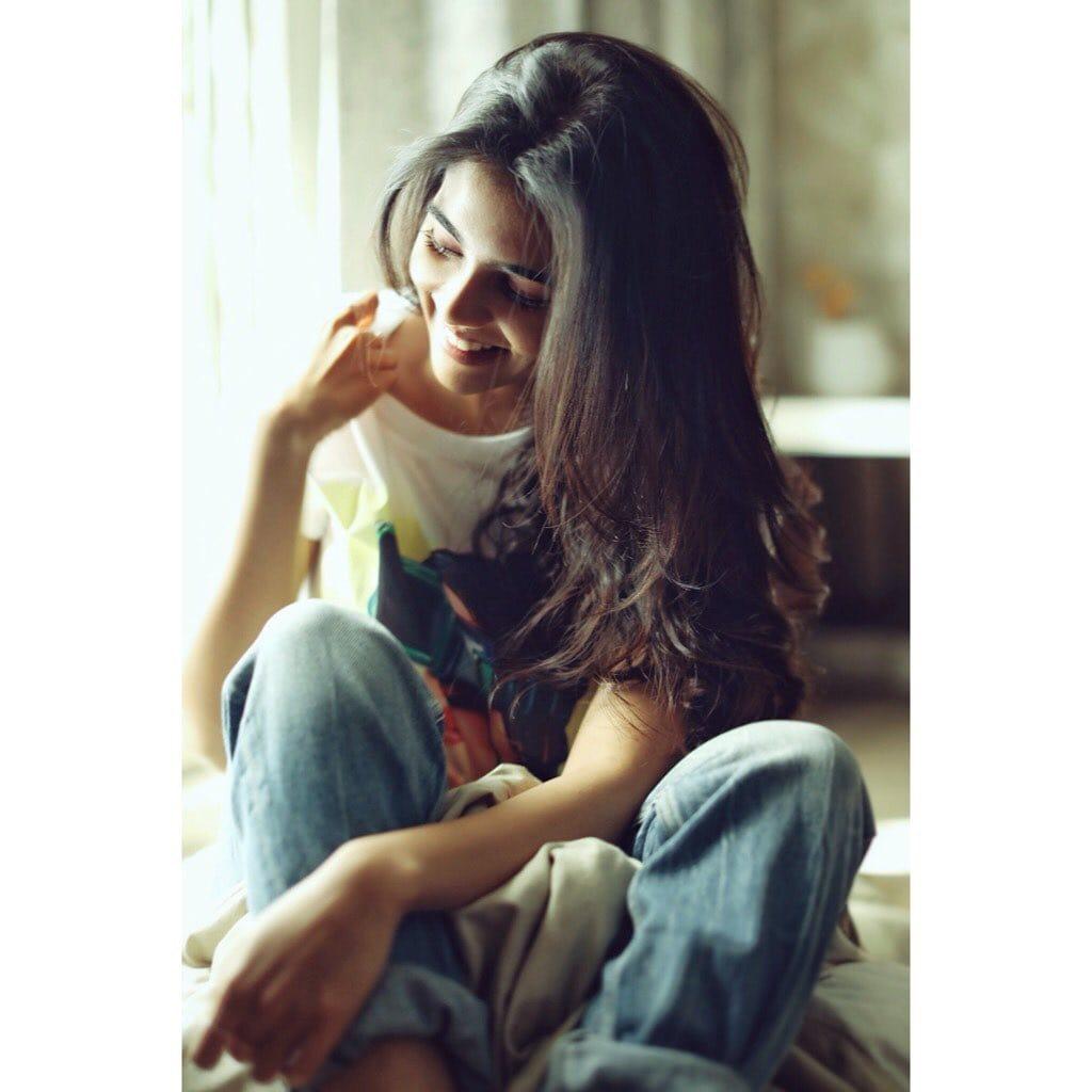 നടി കല്യാണി പ്രിയദർശൻ Photo: Instagram.com/kalyanipriyadarshan