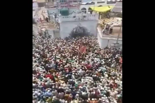 യുപിയിൽ ഇസ്ലാം മതപണ്ഡിതന്റെ സംസ്കാര ചടങ്ങുകൾക്കായി ആയിരങ്ങൾ ഒത്തുകൂടി