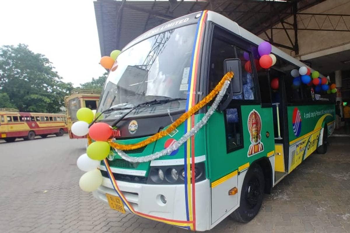 തിരുവനന്തപുരം: കെ എസ് ആർ ടി സിയുടെ ആദ്യ എൽ എൻ ജി ബസ് സർവീസ് ആരംഭിച്ചു. തിരുവനന്തപുരം മുതൽ എറണാകുളം വരെയാണ് ആദ്യ സർവീസ്.