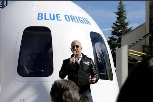 American politician Elizabeth Warren pointed out that Bezos is a tax defaulter.
