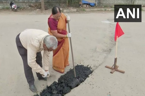 An elderly couple have been filling potholes in Hyderabad for past 11 years. (Credit: ANI/twitter)