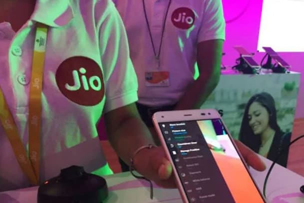 Reliance Jio Q2: ലാഭം 3528 കോടി രൂപ; ഒരു ഉപഭോക്താവിൽ നിന്ന് ശരാശരി 143.6 രൂപ വരുമാനം