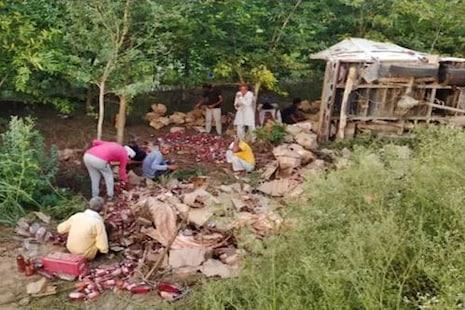 Haryana: ପଲଟିଲା ମଦ ବୋଝେଇ ଗାଡ଼ି; ପୋଲିସ ପହଞ୍ଚିବା ବେଳକୁ ମଦ ବୋତଲ ନେଇଯାଇଥିଲେ ଲୋକେ