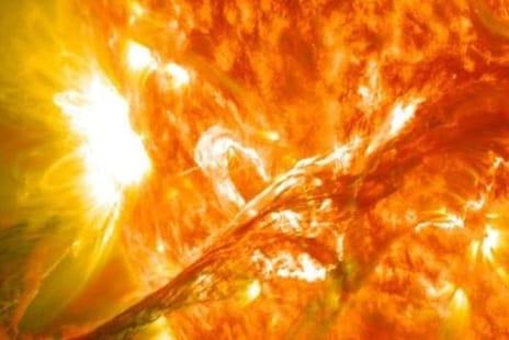 Solar Storm: ସୌର ଝଡ଼ରେ କ'ଣ ଠପ ହୋଇଯିବ ବିଶ୍ବର ସବୁ ଇଣ୍ଟରନେଟ କନେକ୍ସନ; ଜାଣନ୍ତୁ ଏହା ବିଷୟରେ କିଛି…