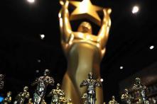 On Twitter, a peanut gallery mocks the Oscars