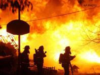 Plane crashes into house in NY, 48 dead   <a href='http://ibnlive.in.com/photogallery/1258.html'>Photogallery</a>