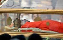 Sachin Tendulkar in tears over Sai Baba's body