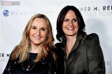 Grammy Award-winning singer-songwriter Melissa Etheridge marries partner Linda Wallem