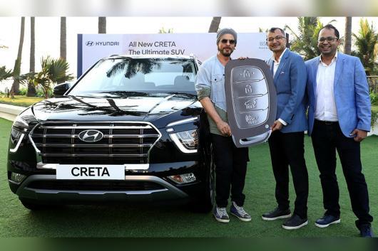 Shahrukh Khan gets a new Creta. (Image source: Twitter/Hyundai)