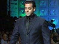 Watch: Salman dazzles Men's Fashion Week