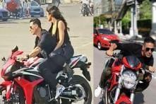 Akshay Kumar Rides a Sportsbike Without Helmet Once Again at the Sooryavanshi Set - Watch Video