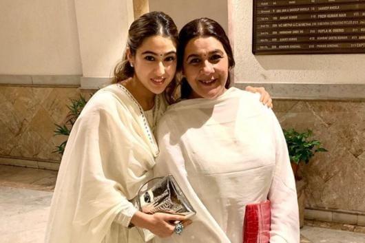 Sara Ali Khan Twinning in White with Mom Amrita Singh in Winning the Internet, See Here