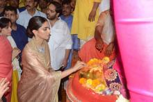 Deepika Padukone Looks Stunning in Golden Silk Saree As She Visits Lalbaugcha Raja