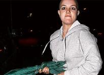 Britney hits paparazzi with umbrella