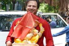 Snapshot: Vivek Oberoi, Rishi Kapoor bring Ganpati home