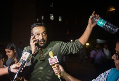 Celebs in News: Singer Guru Randhawa Attacked During Concert