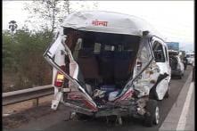 Truck hits bus at Mumbai-Pune Expressway, 26 dead