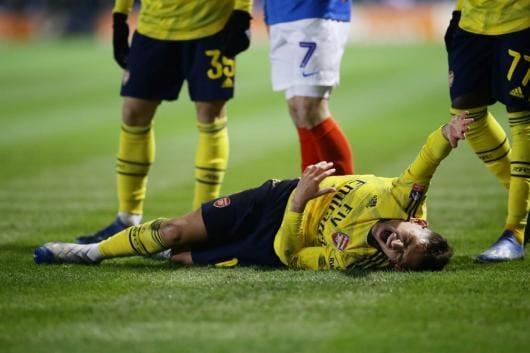 Arsenal midfielder Lucas Torreira suffers fractured ankle