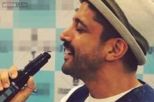 Snapshot: When Farhan Akhtar serenaded a beauty product!