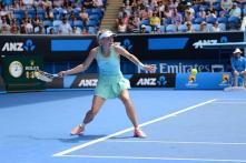 Caroline Wozniacki beats Stosur in three sets to advance in Dubai