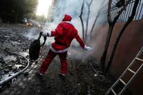 In Pictures: Strange Santa Claus Around The World