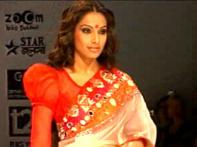 Bollywood stars sizzle at Kolkata Fashion Week