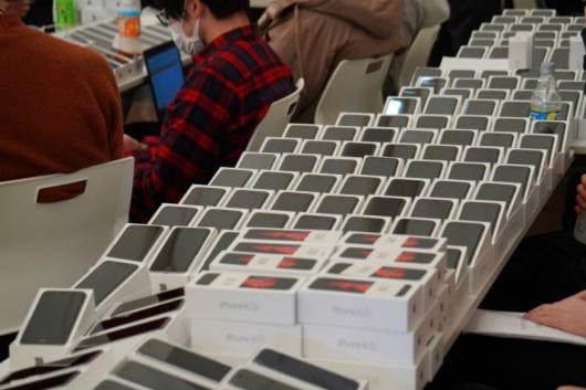 A photo of the iPhones being distributed to passengers and crew of the Coronavirus-hit Diamond Princess cruise ship, quarantined at Japan's Yokohama port. (Photo: Masuda Jun/Line)