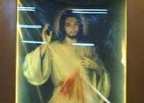 Devotees flock to Mahim church to see 'bleeding' Jesus