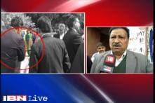 Lawyers beat up scribes, JNU students outside Patiala House court: Afzal Guru row