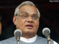 Manmohan praises Vajpayee, ticks off BJP