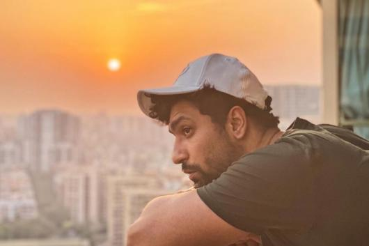 Vicky Kaushal Sends Out Message to Stay Home with His Sky Gazing Pic