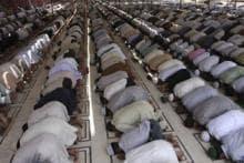 Pranab Mukherjee offers prayers at Mosque