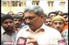 Parrikar taunts Kejriwal, says I don't want to call myself IITian CM
