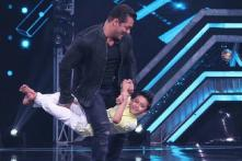 Salman Khan Dances and Lifts a Child Contestant on Super Dancer 3 Sets During Bharat Promotions, See Pics