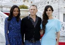 James Bond soars in early 'Skyfall' reviews