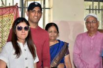 Amidst IPL, MS Dhoni Makes a Flying Visit to Ranchi to Vote