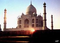 Pakistani bride lands in Agra jail for <i>Honeymoon Travels</i>