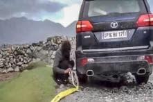 Mahindra Scorpio and Toyota Innova Get Stuck, Tata Hexa Rescues – Watch Video