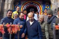Superstar Rajinikanth Offers Prayers at Kedarnath Temple