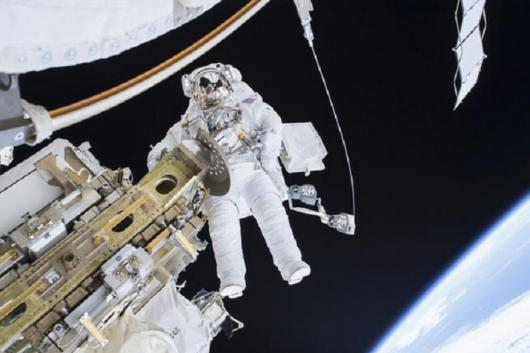 How Do Astronauts Survive in Extreme Temperatures in Space? We Have The Answer