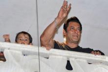 Salman Khan Gets Bail, Fans Give Hero's Welcome in Mumbai