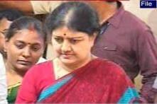TN Police violated court order: Sasikala