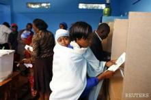 Uhuru Kenyatta takes early lead as Kenya counts votes