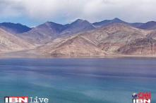 2,000 people stranded in Leh due to bad weather, many flights cancelled